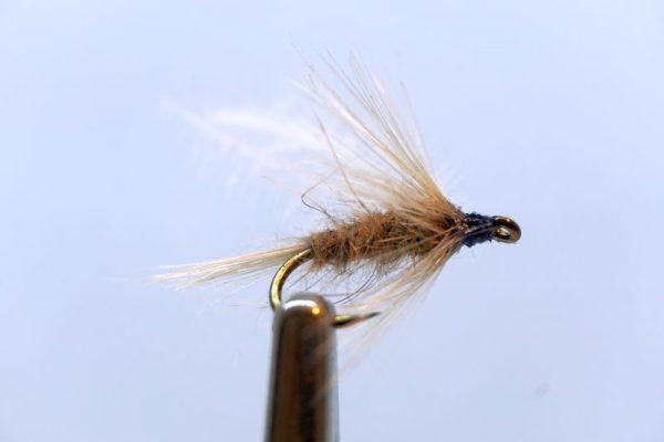 1000vliegen-nl-natte-vlieg-diving-beatis-emerger-dead-drift-intermediate-lijn-floating-lijn-vliegvissen-vliegvisser-wet-fly-forel-vlagzalm-venlo