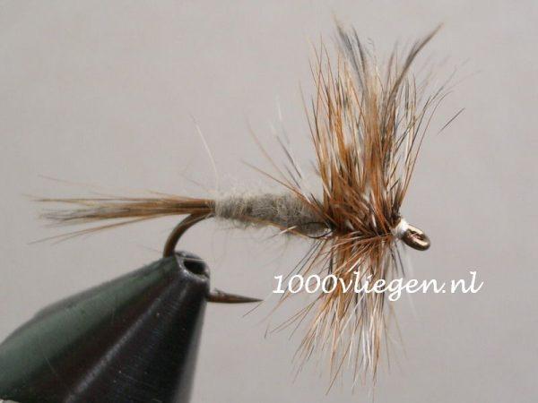 1000vliegen.nl-droge vlieg-adams -forel-voorn-zomermaanden-dry fly-vliegvissen-rivier-vliegvisser-drijvend--venlo